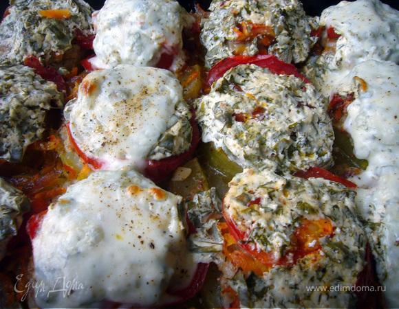 Фаршированные курицей кабачки под овощной шубкой