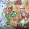 Салат с беконом и сухариками (почти BLT)