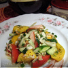 Салат из свежих овощей и копчёной куриной грудки