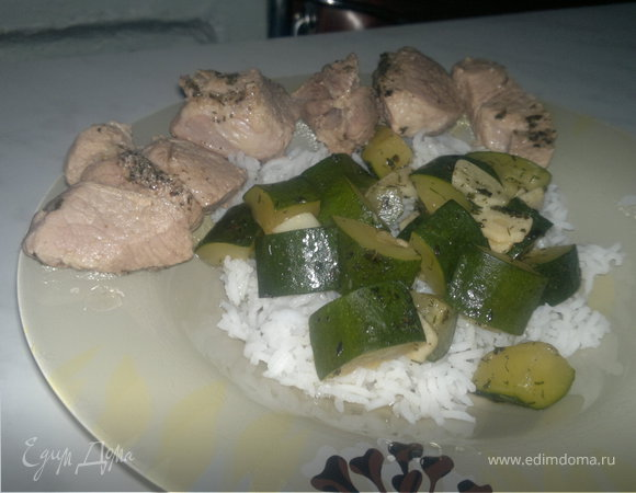 Субботний обед ( Отварная ароматная свинина + рис и хрустящий цукини )