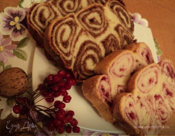 Пирог йогуртовый с ореховой и ягодной начинками.
