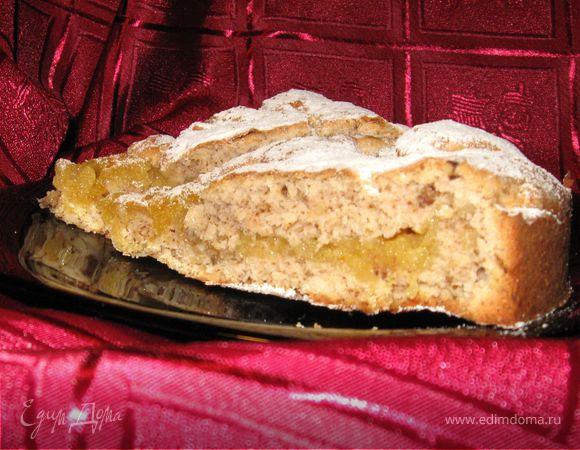 Пирог с конфитюром и орехами