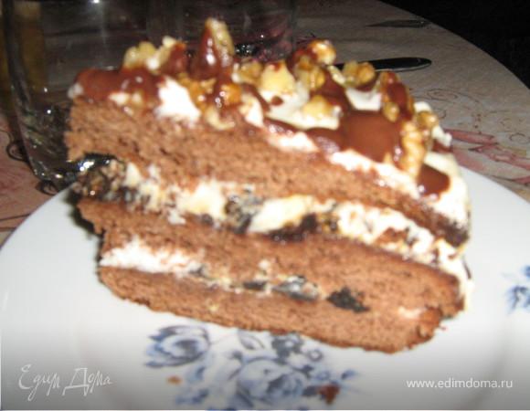 Рождественский торт с черносливом.