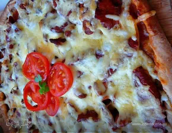 """Пицца из ржаного теста""""Охотничья""""с лисичками и колбасками"""