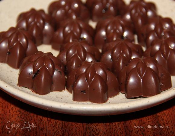 Шоколадные конфеты с фундуком, черносливом, медом и ликером