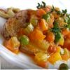 Жареный картофель с овощным рагу и чесноком