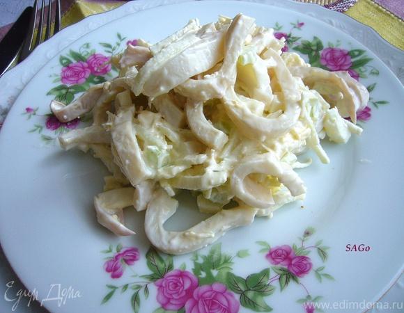 Салат с кальмаром, сельдереем и яблоком