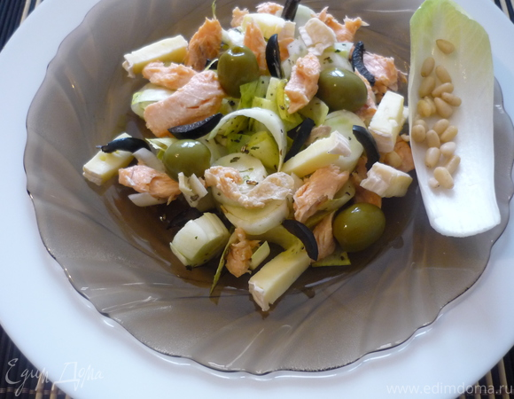 Салат с цикорием и рыбой