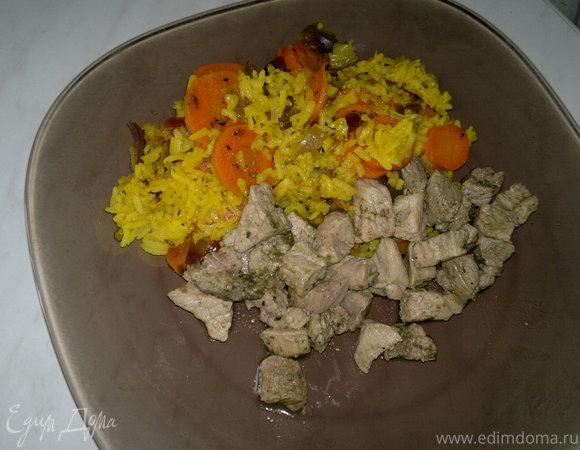 Рис с морковью в восточном стиле и свиная лопатка с кавказскими травами
