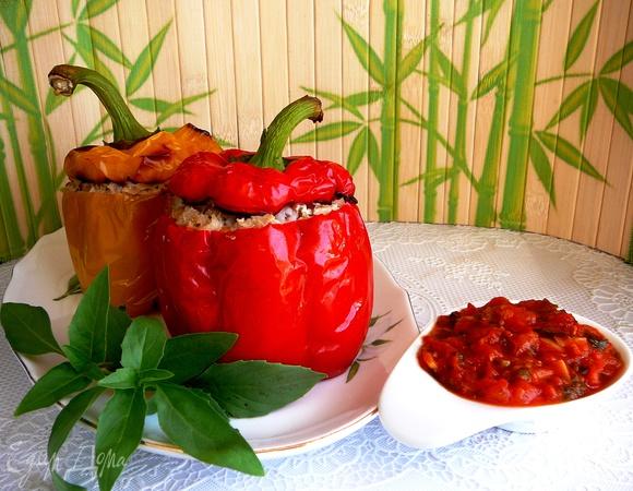 Фаршированные болгарские перцы с томатным соусом