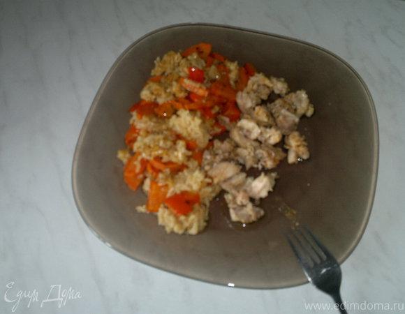 Почти паэлья с красным перцем и морковью, куриные бедра с паприкой