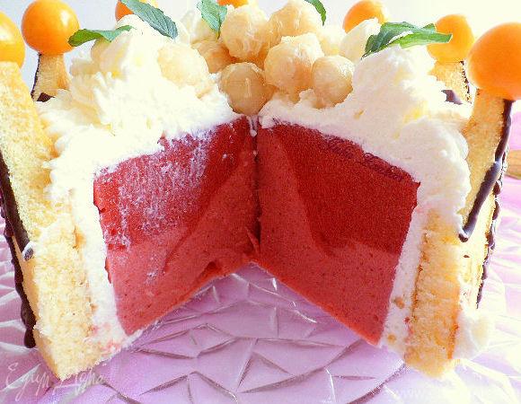 """Торт """"Корона"""" с клубничным желе-муссом и кремом из взбитых сливок"""