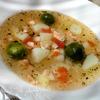 Суп с лососем, брюссельской капустой и помидором