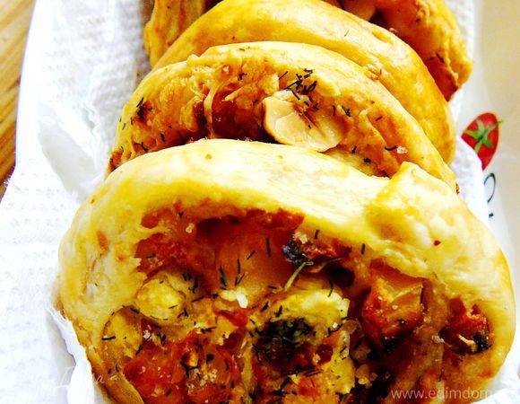 Слоеное печенье с курицей, вяленой черешней и фундуком