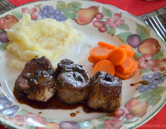 Свинина в бальзамическом соусе с розмарином