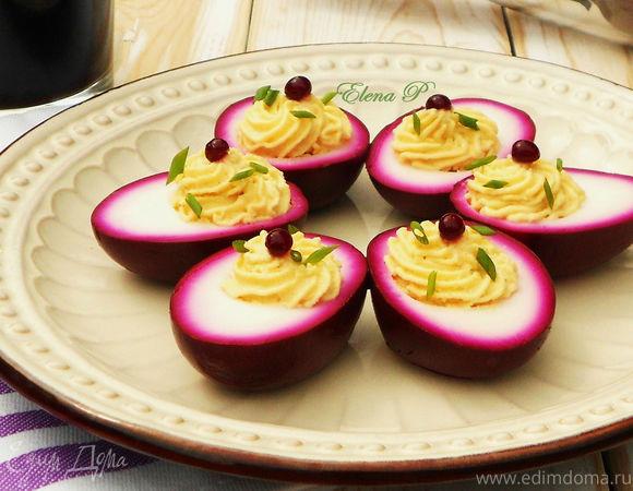 Яйца, маринованные в свекольном соке