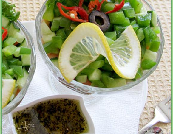 Салат с семгой, огурцами и зеленью
