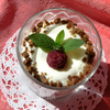 Шоколадно-сливочный десерт с малиной