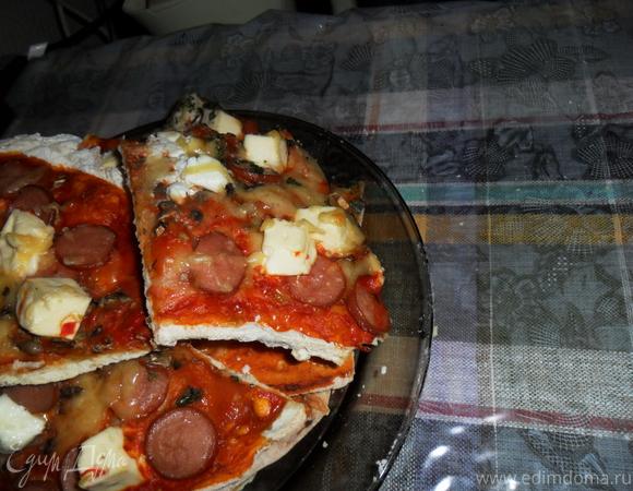 Пицца на основе из тонкого теста