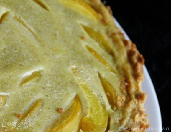 Тарт с персиками и фисташковым заварным кремом