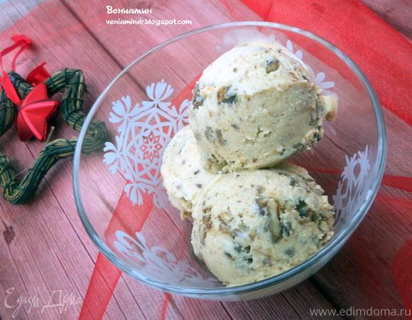 Имбирное мороженое с карамелизированным пеканом