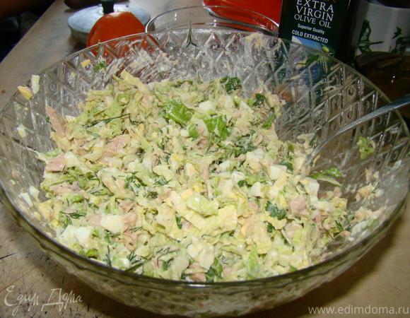 Салат из пекинской капусты с консервированым тунцом