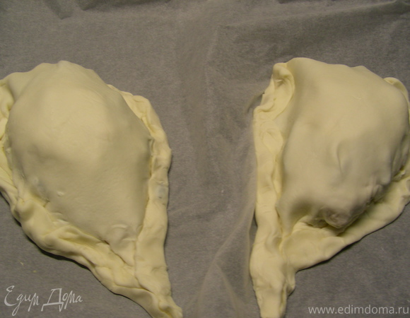 Куриные грудки, запеченные в слоеном тесте с овощами и мягким сыром