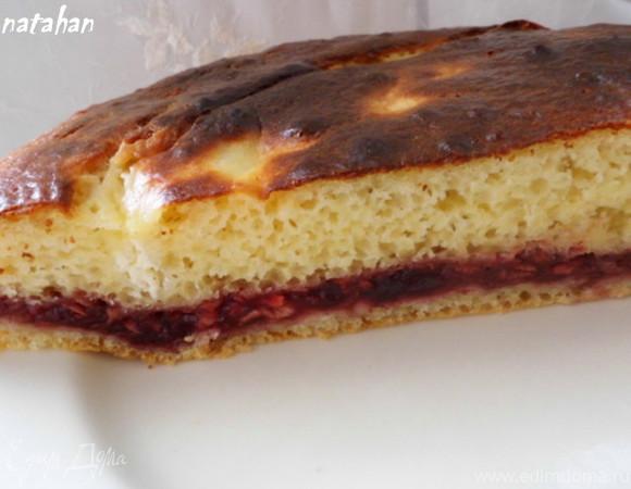 Пирог из дрожжевого оладьевого теста с яблоками и джемом