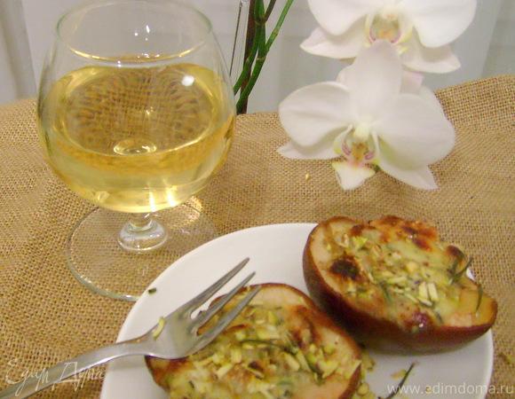 Груша, запеченная с сыром и розмарином