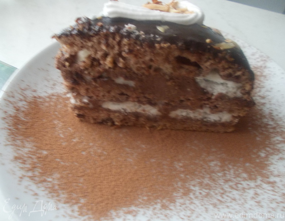 Шоколадно-ореховый торт с безе