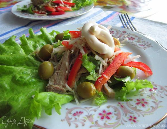 Салат из курицы с овощами