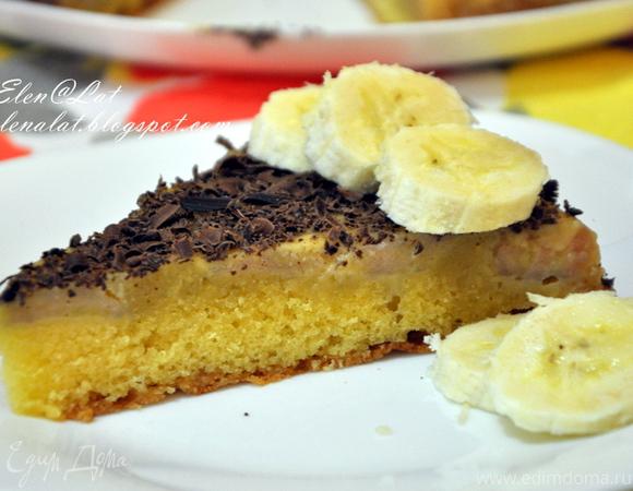 Пирог с бананами и сливочно-карамельным соусом и шоколадом