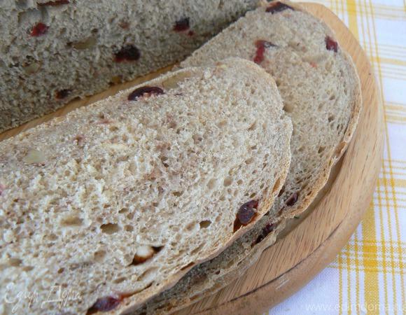 Ржаной хлеб с клюквой и грецким орехом