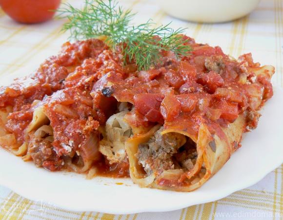 Каннелони с фаршем и капустой в томатном соусе