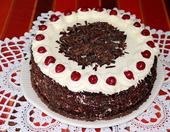 Торт с вишней и черносливом