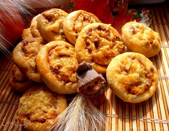 Мягкие картофельные плюшки с мясной прослоечкой