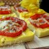 Запеченная полента с вялеными томатами и пармезаном