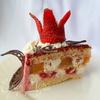 Торт с фруктово-ягодной начинкой и клубникой