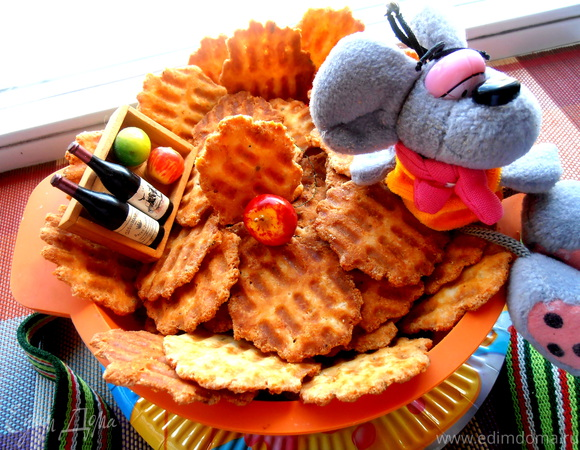 Сырные чипсы на вафельнице для праздника Лиго