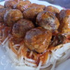Мясные шарики со шпинатом и томатно-базиликовым соусом