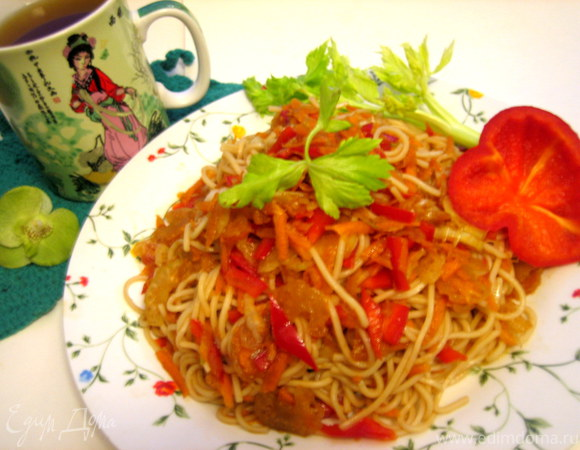 Мятые овощи с рисовой вермишелью