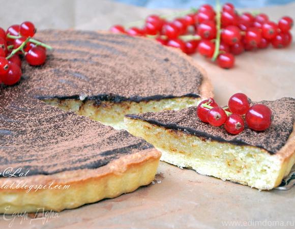 Тарт с миндальным кремом и шоколадом