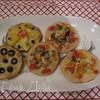 Пестрые мини-пиццы