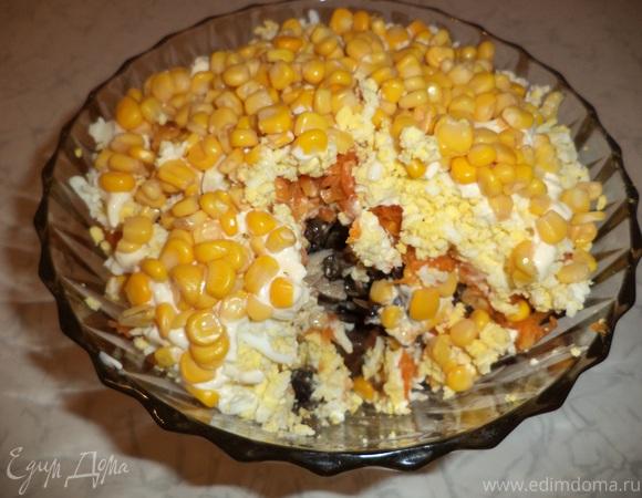 """Салат """"Праздничный"""" с черносливом, курицей и грибами"""