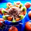 Фруктовый салат с овсяной крошкой и сгущенкой