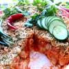 Баварские колбаски с итальянской пастой под сырным штрейзелем