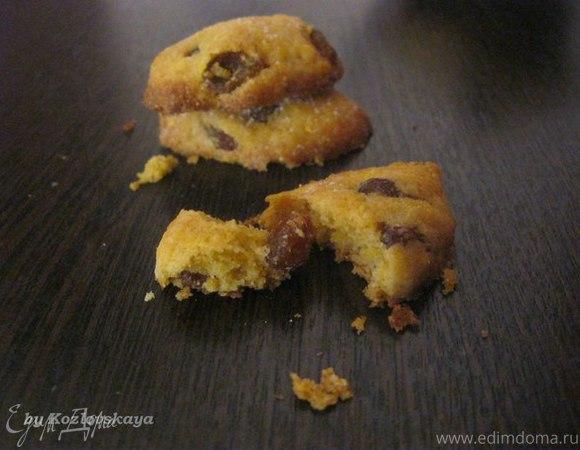 Итальянское кукурузное печенье с изюмом и орехами