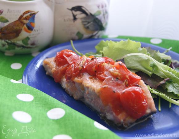 Лосось с соусом из томатов
