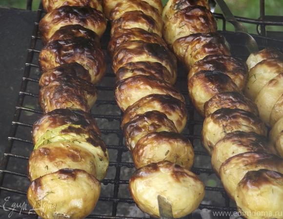 Молодой картофель в маринаде на мангале