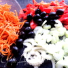 Чечевичный салат с овощами и маслинами